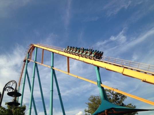 Six Flags Over Georgia – Is It Packed? – Real Time Crowd