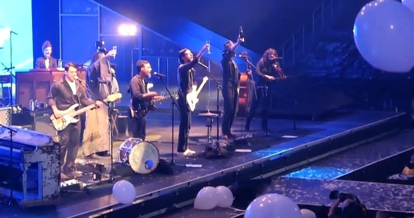 The Avett Brothers 'Fly Like An Eagle' At New Year's Eve