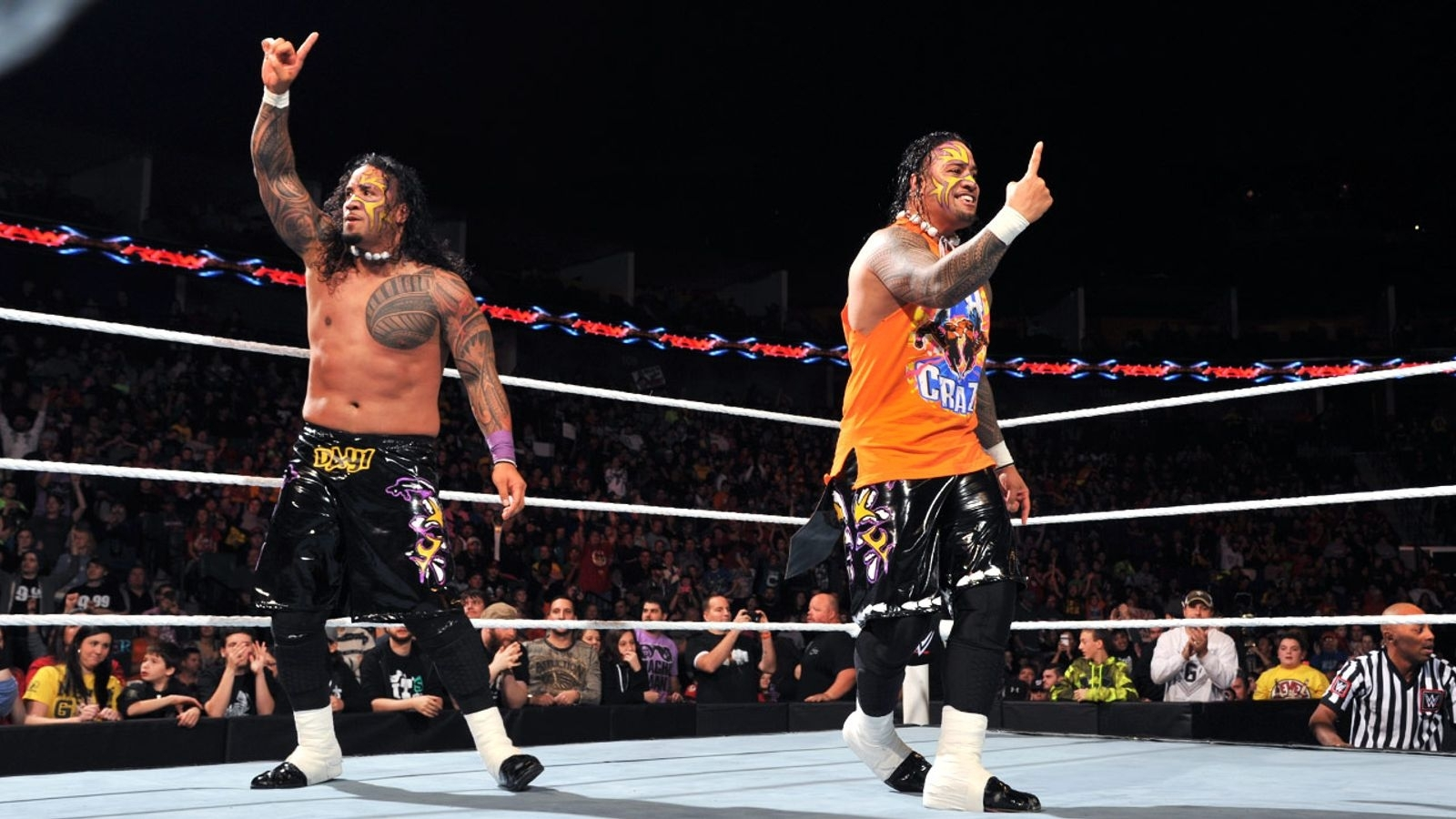 Wwe Main Event: The Usos Beat Curtis Axel And Bo Dallas