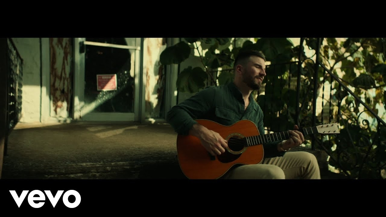 """Sam Hunt'S """"Breaking Up Was Easy In The 90S"""" Video Offers A Fresh Start - Algona Radio"""