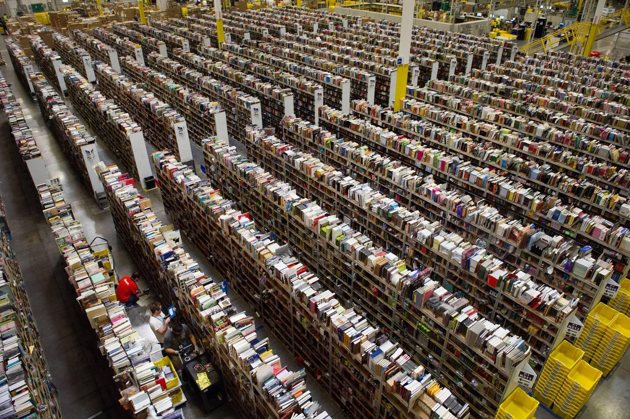 Inside An Amazon Distribution Center On Cyber Monday   Good E-Reader