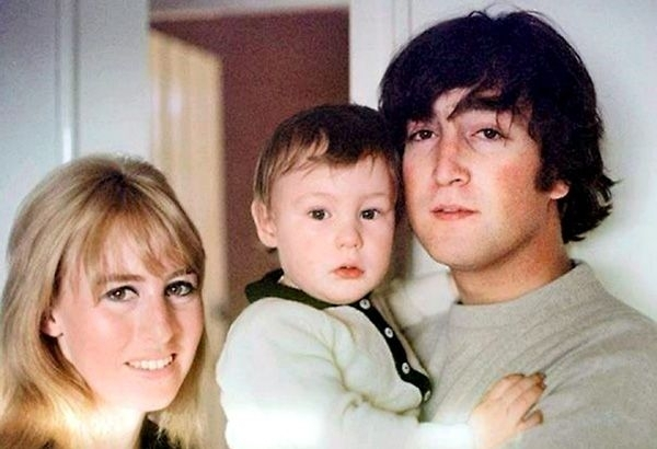 Julian Writes A Tribute Song For Mom Cynthia | Cantores, Beatles, Musica